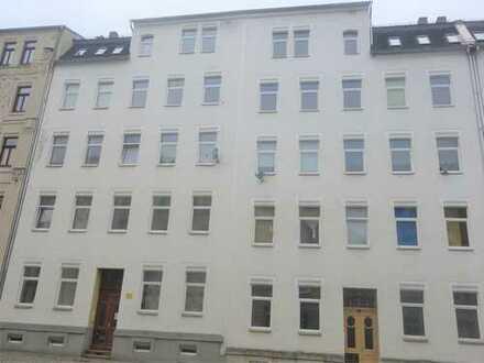 2-Raum-Wohnung im 1. OG, Laminat, Küche mit Fenster, Bad mit Dusche