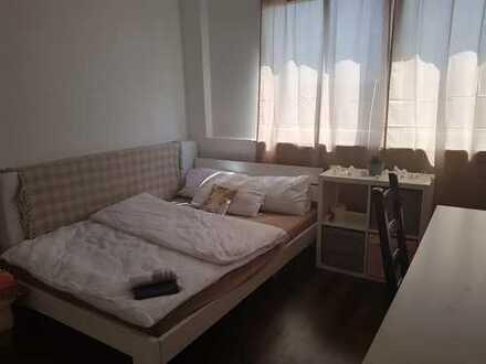 Zimmer mit Balkon in 2er WG
