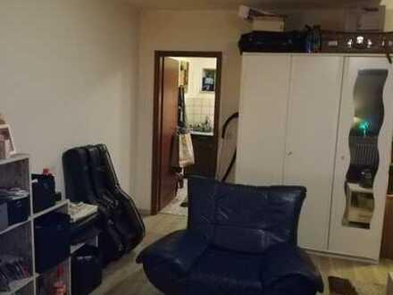 1-Zimmer-Wohnung mit Balkon und EBK