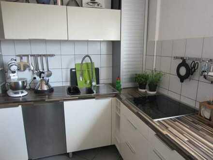 Exklusive 3-Zimmer-Dachgeschosswohnung mit Balkon und Einbauküche in Mühlheim / Main