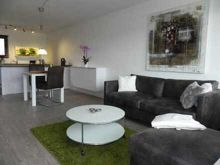 Sonnige, schöne komplett möblierte Wohnung mit Balkon in Heimsheim
