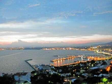 Voigt Immobilien: Wohnen an der Costa Brava mit Blick auf die Bucht von Roses