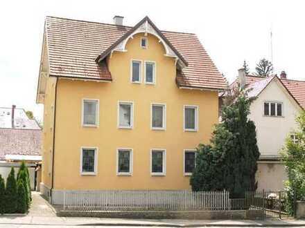 Stadthaus aus dem 19. Jahrhunder in guter Lage!