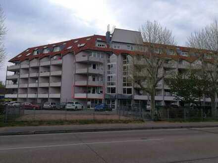 Gepflegte 2-Zimmer-Wohnung mit Balkon und integrierter Pantryküche in Leimen