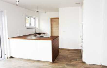 Erstbezug mit Einbauküche: attraktives Einfamilienhaus mit fünf Zimmern in Wackersdorf, Wackersdorf