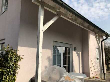 Einfamilienwohnhaus in guter Lage mit Garage und Carport