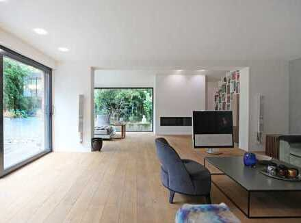HEINRICH v. KÖLICHEN: Symbiose von Bauhaus & warmem Minimalismus: Exklusive Villa in Bogenhausen