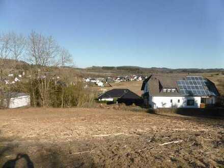 Herrliche Aussicht über Schalkenmehren u. auf das Maar - sonniges, teilerschlossenes Baugrundstück