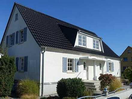 Bergen-Enkheim: Stilvolles Einfamilieneckhaus mit Garage in gefragter Lage