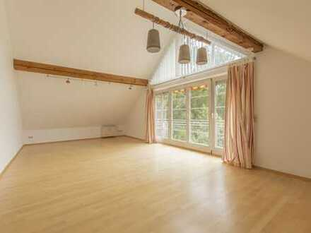 Exklusive, gepflegte 3-Zimmer-DG-Wohnung mit Süd-Balkon und Einbauküche in Karlsfeld