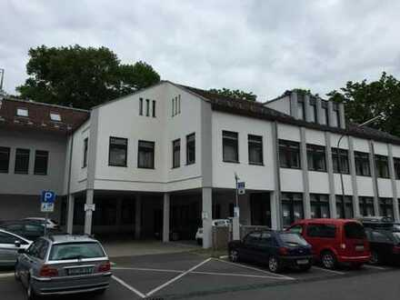 CO ** Ärztehaus hat Praxisräume frei ** ca. 4 Zimmer mit ca. 145 m² ** ab sofort **