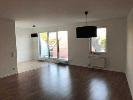 Gerade renoviertes Appartement in komplett renoviertem Wohn / Geschäftshaus