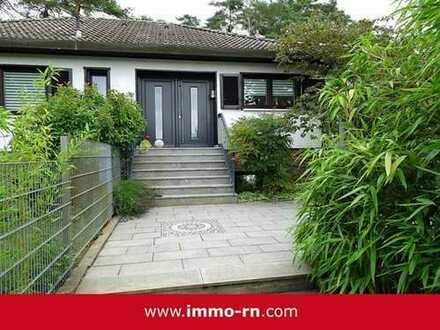 +++ Einzigartiges & freistehendes Einfamilienhaus mit parkähnlichem Garten +++