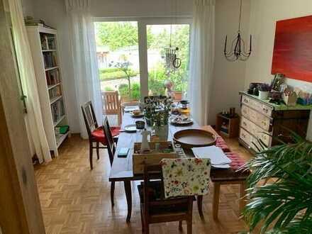 Gepflegtes 5-Zimmer-Einfamilienhaus mit großem Garten und altem Baumbestand