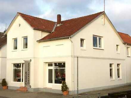 Reinfeld-Innenstadt: Gepflegte Immobilie. Bahnhof und Schule wenige Gehminuten entfernt.