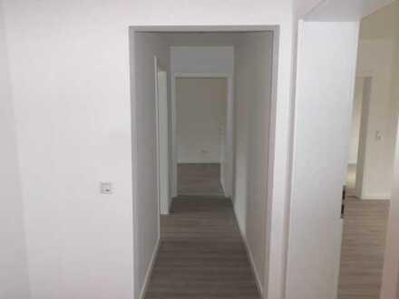 **Große 4 - Zimmerwohnung im Erdgeschoss mit Balkon !**