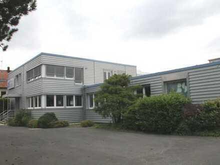 Produktions- oder Lagerhalle mit modernen Büro in Kalchreuth