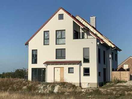 Neubau einer 8 m breiten attraktiven und modernen Doppelhaushälfte, 170 m² Wfl. inkl. 250 m² Areal