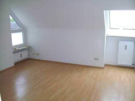 Helle 2-Zimmer Dachgeschoss Wohnung mit Balkon