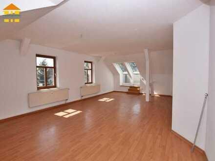 Traumhaft Wohnen im Dachgeschoss mit Balkon!