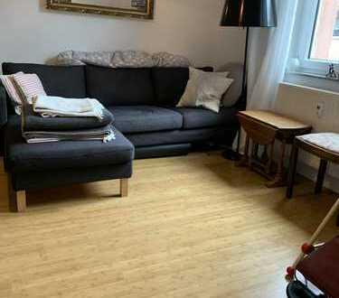 Helle 4-Zimmer Altbau Wohnung, Balkon, Parkett, Dusche+Wanne