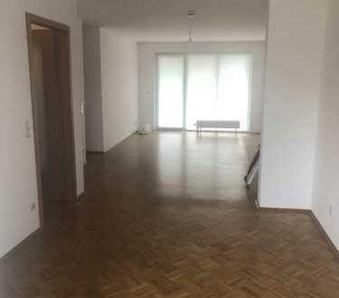 Ruhige 2-Raum-Wohnung mit Balkon, Aufzug und Tiefgarage in MH-Saarn