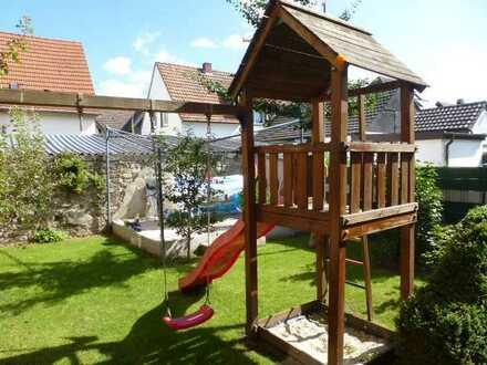 Sanierte 5 Zimmer-Altbauwohnung im DG auf 155 m² mit Garten - Kamin - EBK - Stellplatz