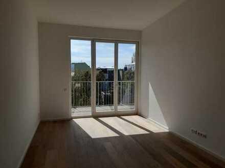 provisionsfrei, Dachgeschossneubau, 2 Terrassen, hohe Räume, direkte Parklage, kein Mietendeckel