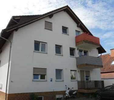 Gepflegte 2-Zimmer-Eigentumswohnung im Dachgeschoss mit Balkon