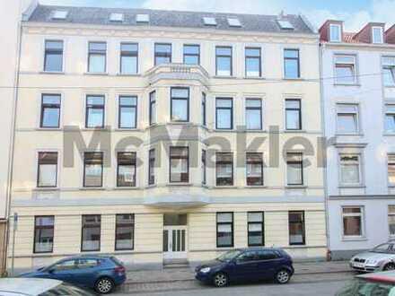 Zentral in Bremerhaven: Sanierte, vermietete 3-Zi.-ETW mit Balkon für Eigennutzer oder Anleger