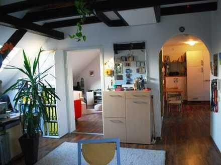 Chice, individuelle DG-Single-Wohnung mit großer Dachterrasse in ruhiger, absolut zentraler Lage
