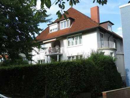 Wunderschöne Drei-Zimmer-Wohnung in Mehrfamilien-Villa in Hamburg-Hamm