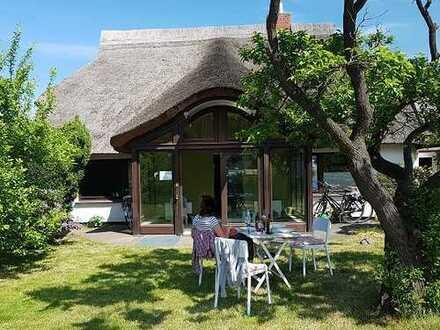+ Maklerhaus Stegemann + reetgedecktes Fischerhaus in Naturrandlage Nahe des Bodstedter Bodden