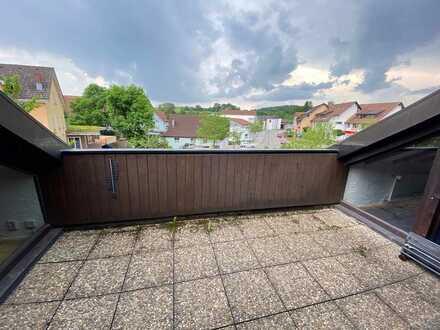 Gemütliche 3,5 Zi. DG. Whg. (2.OG.) mit Dachterrasse in einem 3 Fam.Haus. Ab sofort frei!