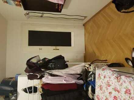 WG-Zimmer frei in schöner Wohnung mit direktem S-Bahn Anschluss