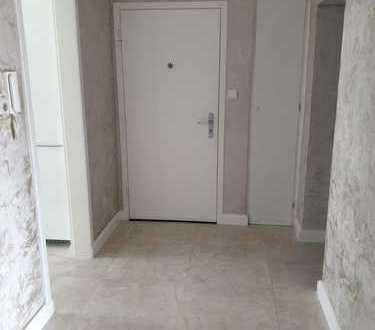 Luxuröse und stilvolle 3-Zimmer-Wohnung mit Balkon und EBK in Bad Vilbel