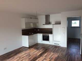 Neuwertige 2-Zimmer-Wohnung mit Balkon und Einbauküche in Landau an der Isar