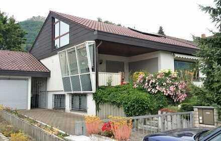 Gepflegte Doppelhaushälfte im Architektenstil in ruhiger Ortsrandlage