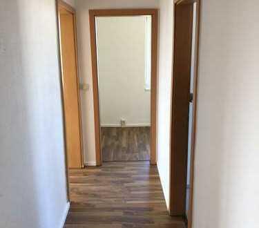 günstige vollständig renovierte 3-Zimmer-Wohnung mit Balkon in Burow