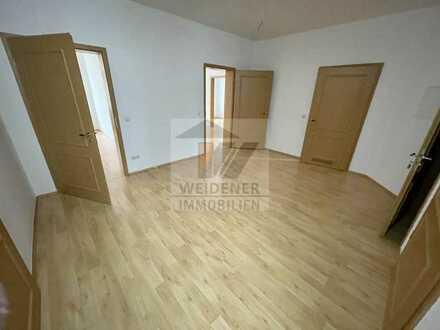 5 Raum Wohnungen in der Innenstadt mit Balkon / Bad mit Wanne & Dusche. Einbauküche.