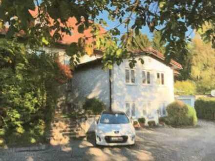 von Privat: gepflegte 2-Zimmer-Hochparterre-Wohnung mit Einbauküche in Baierbrunn