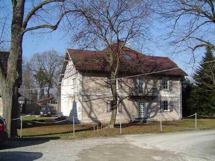 Mit Charme und Patina: 4-Zimmer Wohnung im EG von Gründerzeitvilla Dettinger Straße 146