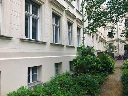 Im Herzen Berlins: Stadtwohnung mit Balkon nähe Hakischer Markt