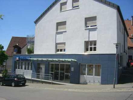 Moderne Wohnung mit Einbauküche und großzügigem Bad im Zentrum von Nürtingen-Neckarhausen