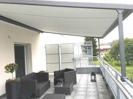 Lichtdurchflutete Dachterrassen-Wohnung mit Einbauküche