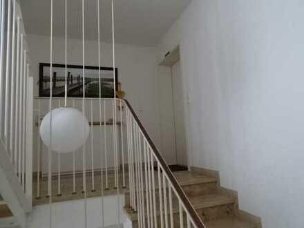 Gepflegte Wohnung mit fünf Zimmern sowie Balkon und Einbauküche in Tettnang