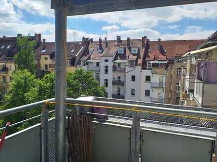 Nürnberg Nibelungenviertel: frisch sanierte 4-Zimmerwohnung, 2 Balkone, auch 3er WG geeignet