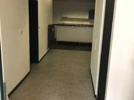 3 Zimmer Wohnung geeignet als WG / Büro/ Praxis / Monteurwohnung