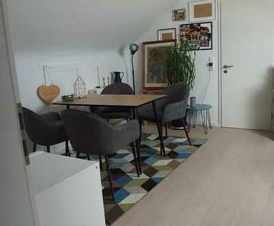 Ruhige, moderne 2 Zimmer inkl. Einbauküche und Stellplatz