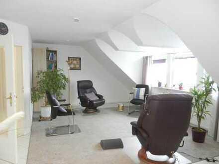 2 große und helle Räume **Praxis-Büro-Therapie ** ca. 70 m²